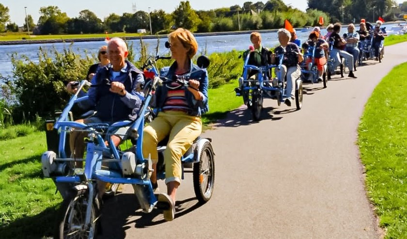 Onder weg naar wielervereniging Swift in Leiden voor een feestelijke lunch met live-muziek.