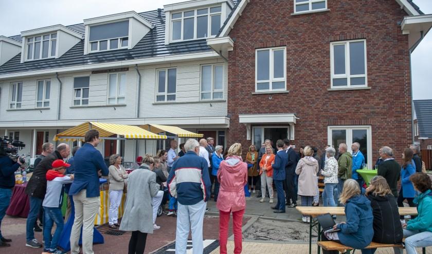 De NVDE ondertekende het Klimaatakkoord te midden van bewoners van De Wals in Voorhout.   Foto: Kees-Jan Bakker