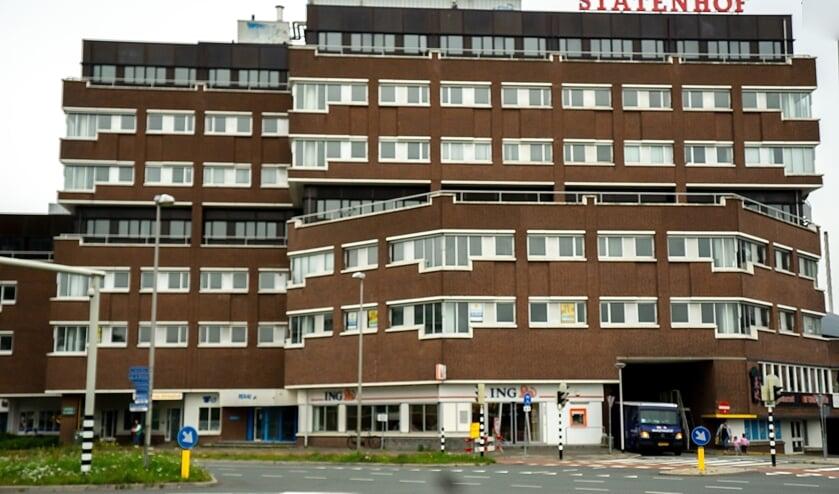 Het kantoorgebouw Statenhof, naast winkelcentrum Winkelhof aan de Engelendaal in Leiderdorp.