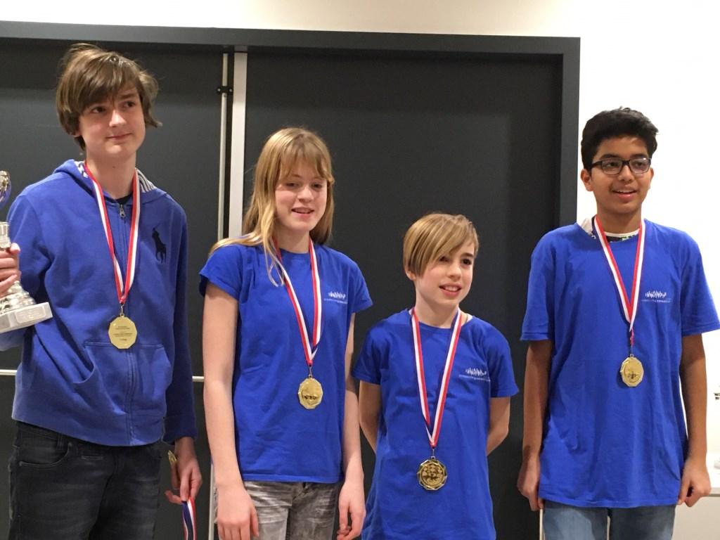 Het kampioensteam in de categorie VO II (de eerste twee leerjaren).  Foto: PR © uitgeverij Verhagen