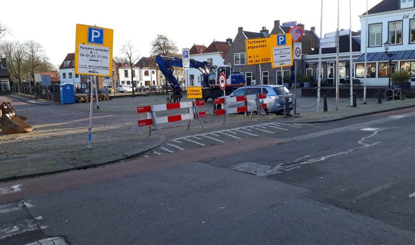 Sinds maandag is de Turfmarkt afgesloten. Vanaf 13 januari gaat ook de Rijnstraat dicht.   Foto: SKvD