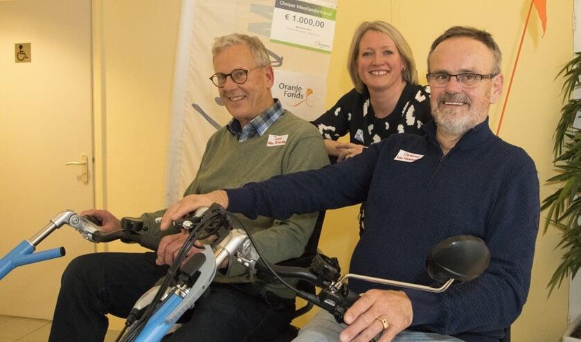 Het bestuur van Fietsmaatjes Hillegom Lisse: Joop den Blanken, Esther Tait en Gerard ter Harmsel. | Foto: pr