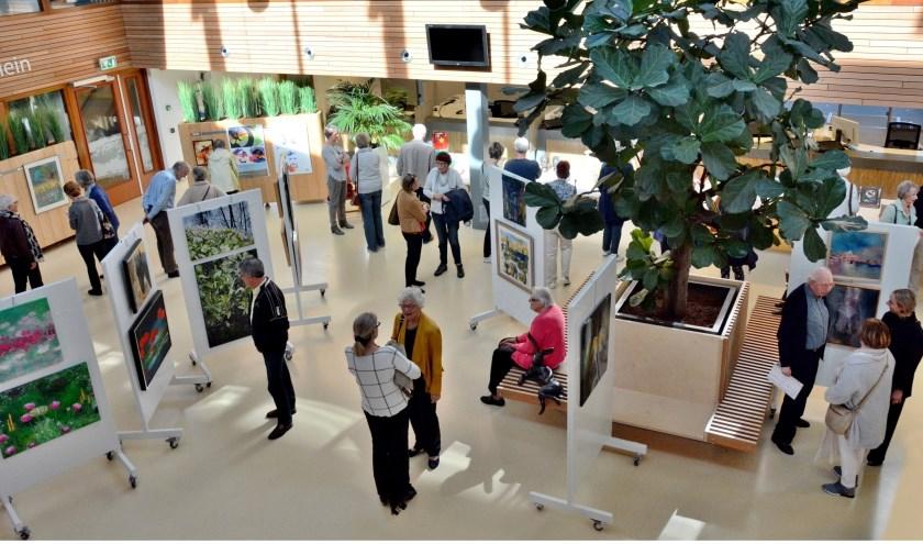 De expositie van amateurkunstenaars in het Atrium van het Leiderdorpse gemeentehuis in 2018 was een groot succes.