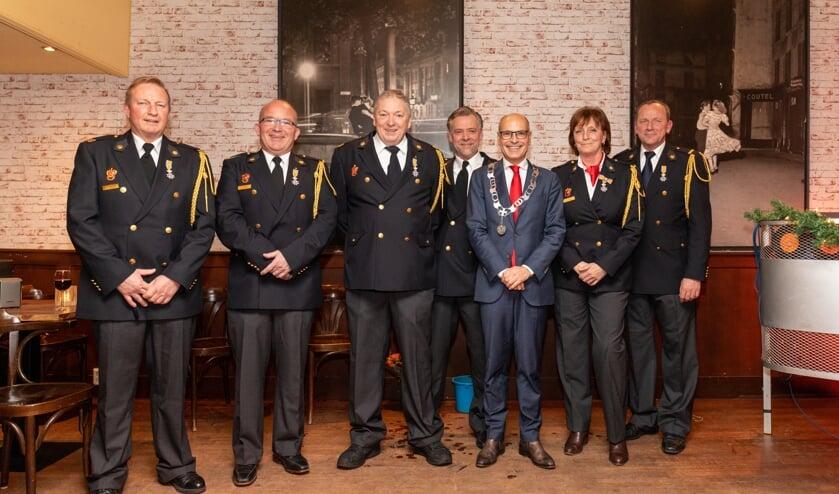 De zes gedecoreerden van de Oegstgeester brandweer: Floor Vletter (23 jaar), Harm Plasse (20 jaar vrijwilliger), Hans Rutten (27 jaar), Ralph Smit (25 jaar), Jacqueline Anholts (21 jaar) en Jos Steens (26 jaar brandweervrijwilliger),