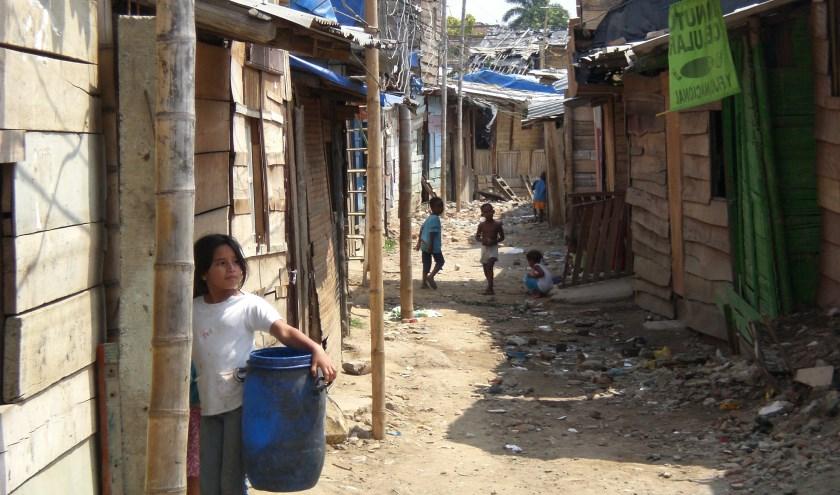 Kinderen in sloppenwijk in Cali, Colombia.