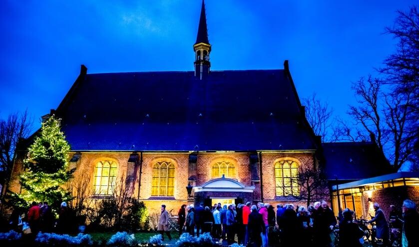'Een blikvanger', noemde dominee Hester Smits de Dorpskerk op 4 januari bij de opening van het jubileumjaar. De nieuwe buitenverlichting van de kerk, die toen in werking werd gesteld, draagt daar zeker toe bij.