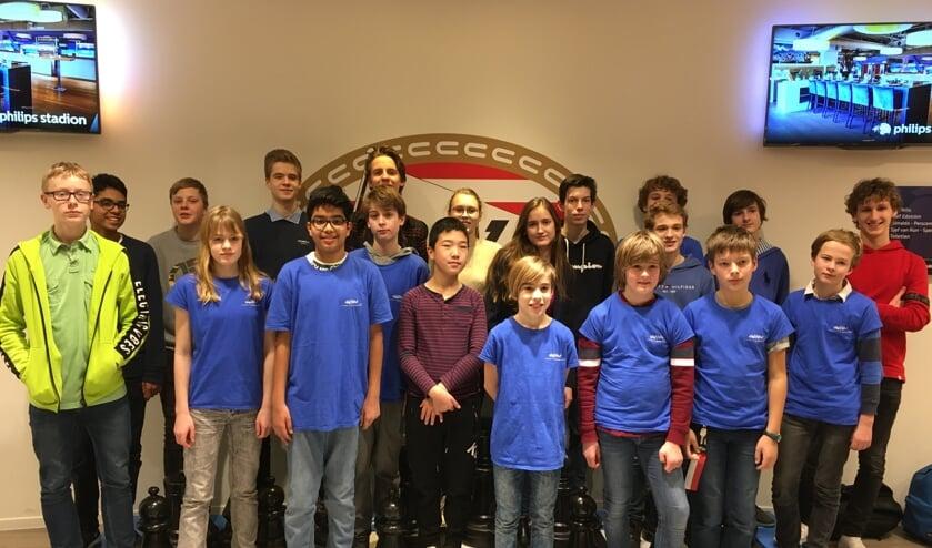 Alle spelers van de vijf teams van het Stedelijk Gymnasium Leiden. | Foto: PR