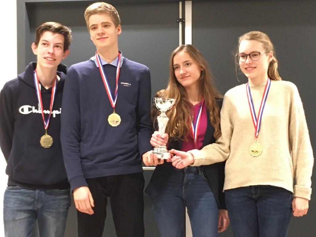 Het kampioensteam in de categorie VO I (alle leerjaren).) Foto: PR © uitgeverij Verhagen