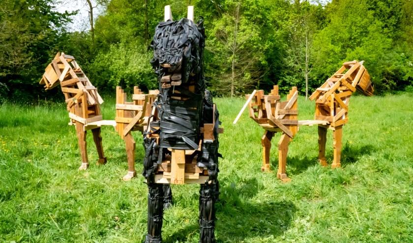 Een beeldengroep van 12e en voorlopig laatste de expositie in de heemtuin.