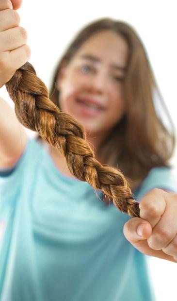 Ben jij je lange haar beu? Doneer het dan aan Stichting Haarwensen.