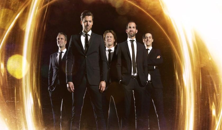 De band SoulBeach treedt op tijdens Avondje Uit in Lisse.