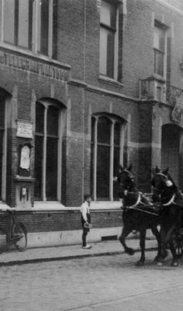 Het oude Post, Telefoon en Telegraafkantoor op de hoek Kanaalstraat/Heereweg.