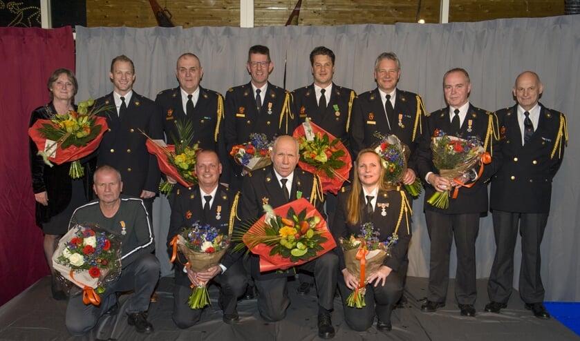 Alle jubilarissen en gedecoreerden zijn natuurlijk volop in de bloemen gezet. | Foto: Willem Krol