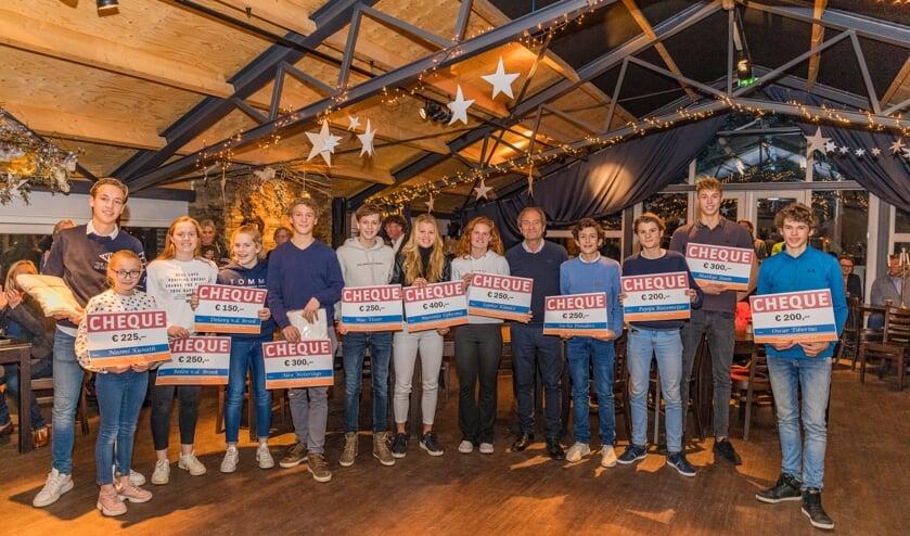 De sporttalenten die een bijdrage kregen, samen met Roelant Oltmans.