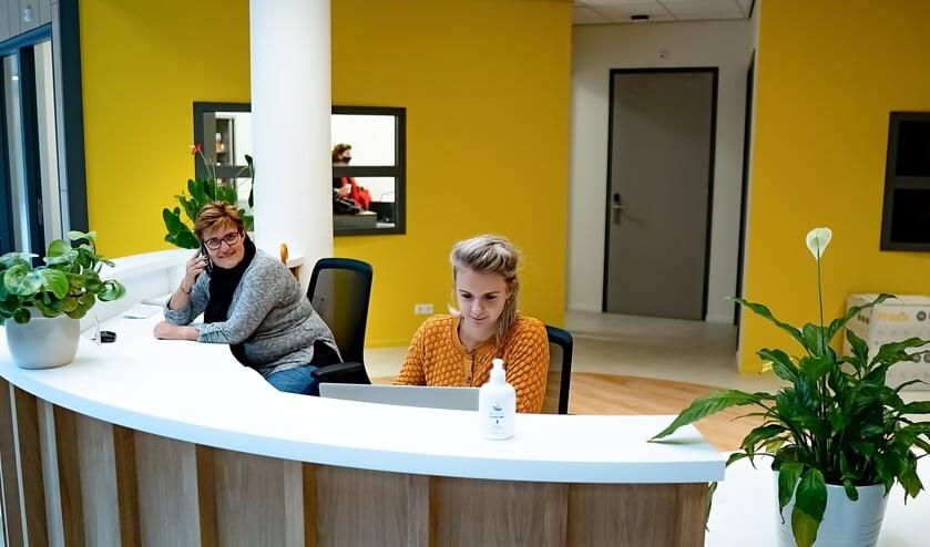 <p>Links beheerder Agnes Selier van De Sterrentuin, rechts Lizzy van Veen, activeringscoach bij Incluzio.   Foto: J.P. K.</p>