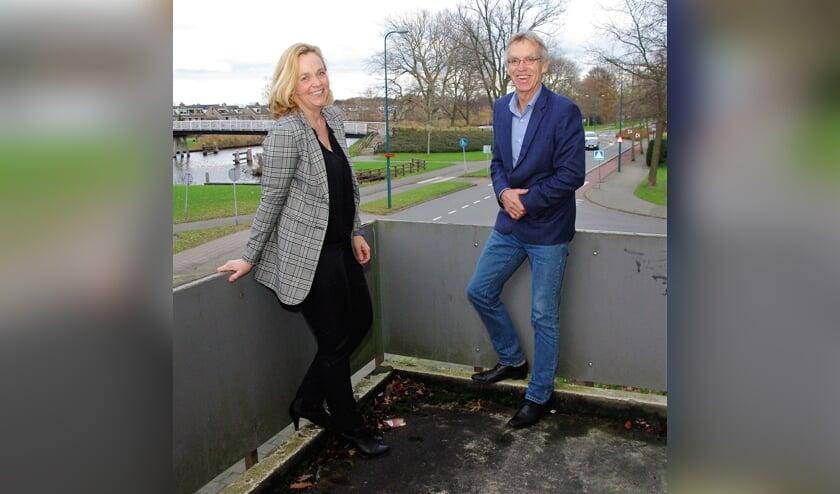 <p>Douwe Splinter (rechts) met zijn opvolger, Anika Remerij. &#39;Ik herken de energie.&#39;   Foto Willemien Timmers</p>