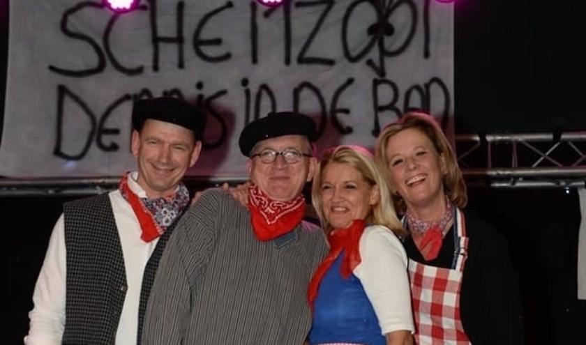 Boer Jaap met zijn boerin Caatje en hun getuigen Margreetje en Dick.   Foto: facebook cv Kaninefaaten.