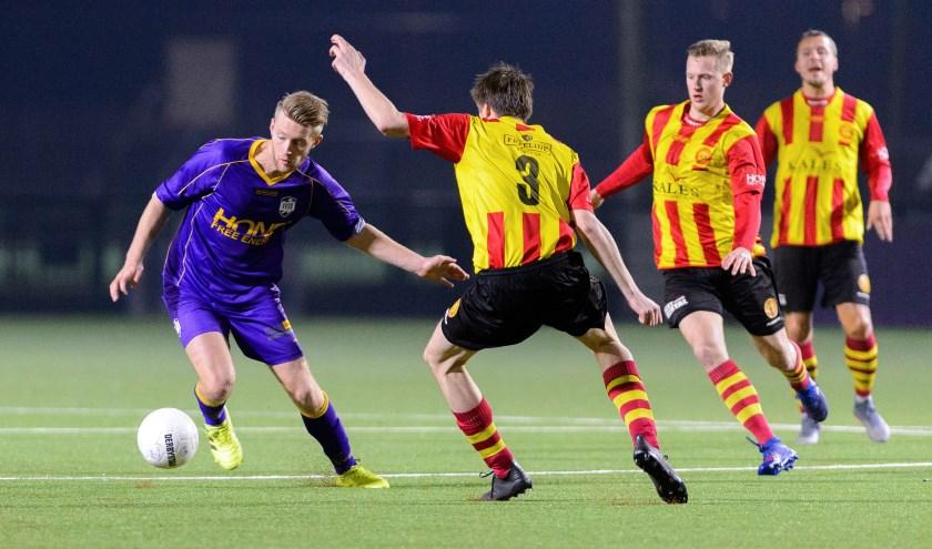 Bert Steltenpool in actie tijdens de wedstrijd tegen Ter Leede (8/2) scoorde zaterdag 2x.  | Foto: OP, Rob Romer.