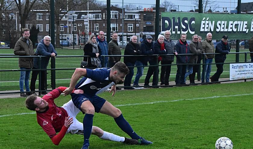 Dirk Jan van den Oever in fel gevecht met Tom de Klein. | Foto: Piet van Kampen