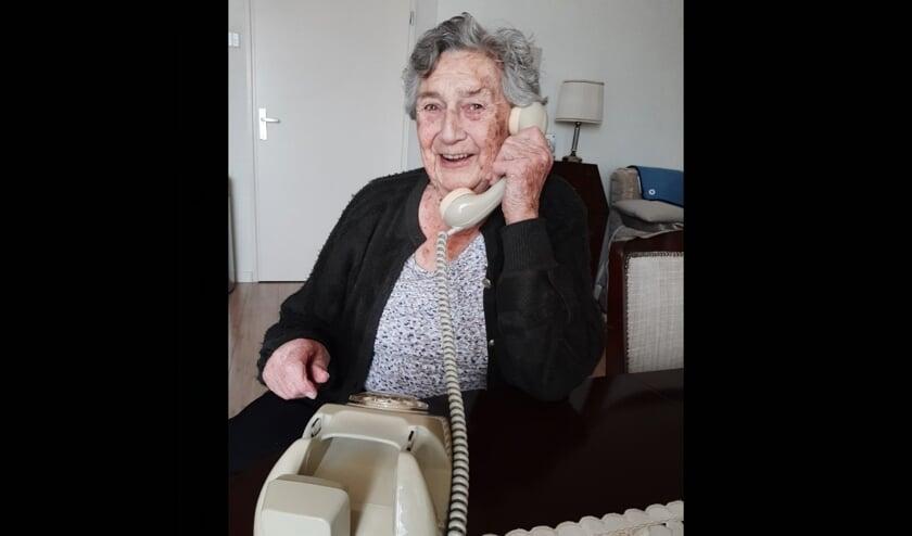De moeder van Birgitte is zo blij met de Wonderfoon, ze geniet er elke dag van.