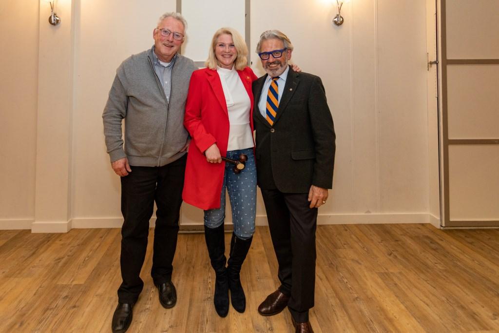 Drie voorzitters, Jan Hein la Riviere, Linda van der Zon-Bronsgeest en Joop Verdonk. Foto Wil van Elk Foto: Wil van Elk © uitgeverij Verhagen