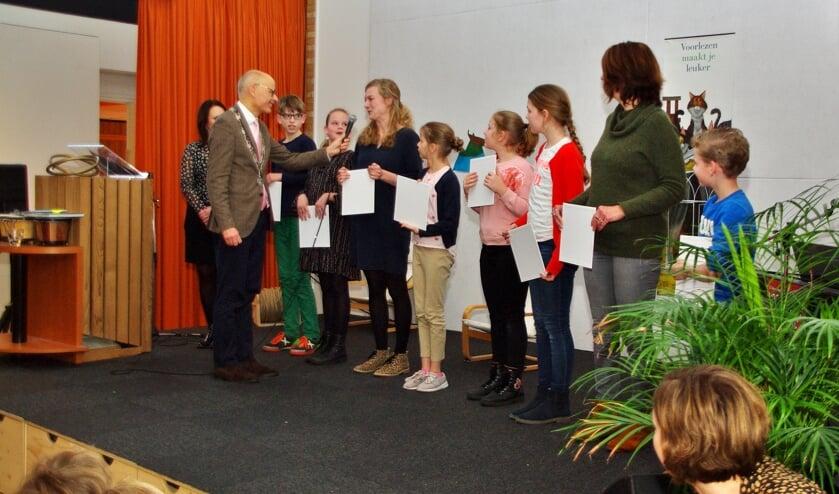 Burgemeester Jaensch installeerde de nieuwe bibliotheekcommissie van De Lichtwijzer.