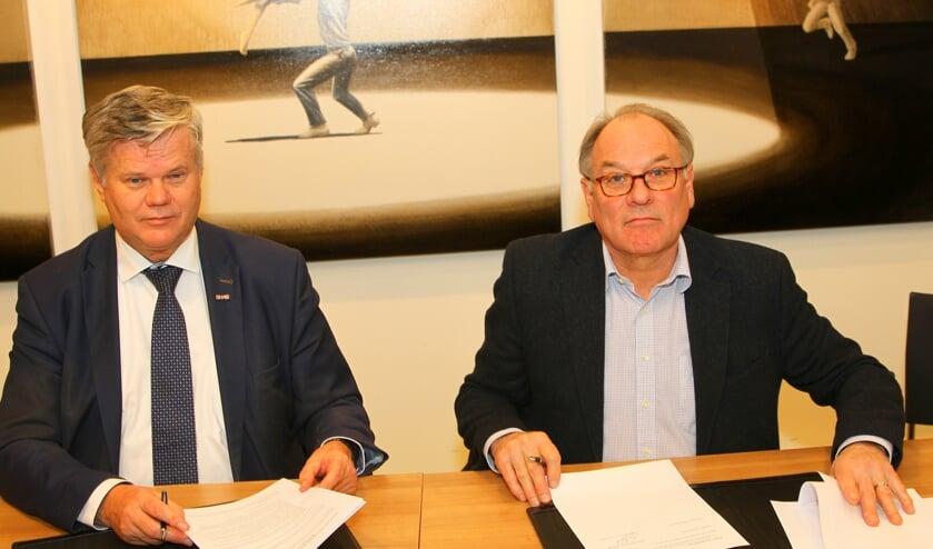 Van der Zwet (links) en Van der Borg hebben de doelstellingen voor een jaar vastgesteld in een convenant.