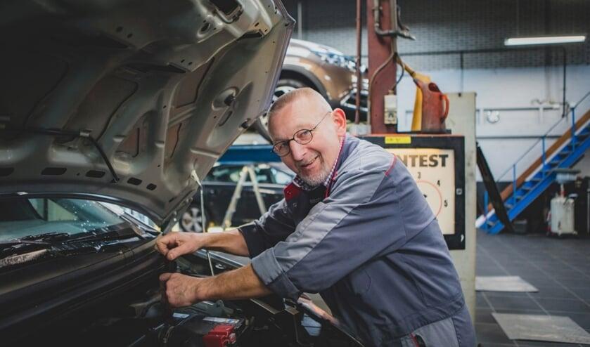 Na 45 jaar trouwe dienst zwaait technisch specialist bij Polderman Ton Warmerdam af. Hij gaat genieten van zijn welverdiende pensioen.