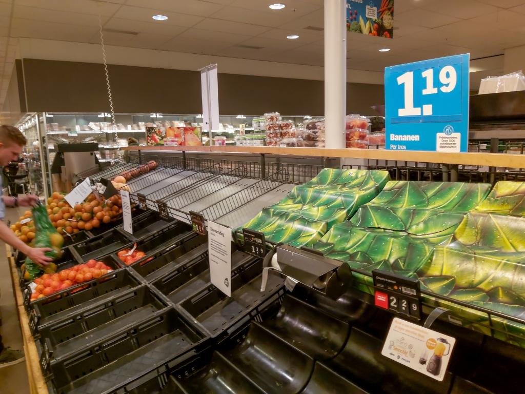 Ook de groentevakken raakten veel sneller leeg dan gebruikelijk. Foto: J.P. Kranenburg © uitgeverij Verhagen