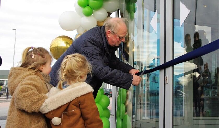 Op woensdag 18 maart werd op een bescheiden manier de opening van tuincentrum De Bosrand gevierd. Veel klanten wisten de winkel vorige week al te vinden. |