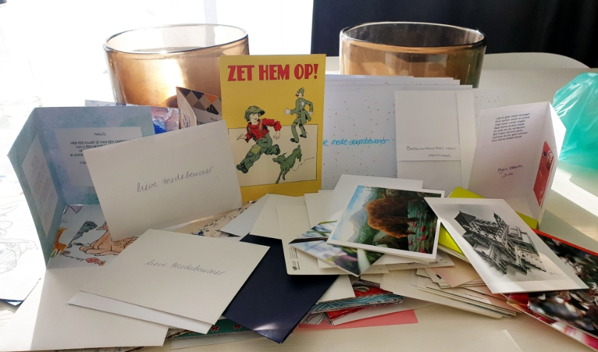 Een deel van de kaarten en warme berichten die zondag al binnen waren gekomen bij Maertens.