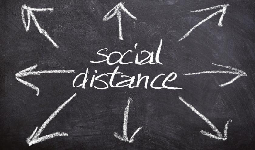 De oproep is om minimaal anderhalve meter afstand te bewaren van anderen.