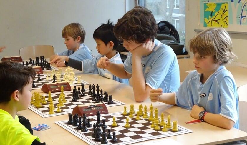 <p>Schaken is weer populair. Ook op bijvoorbeeld de Montessorischool.</p>