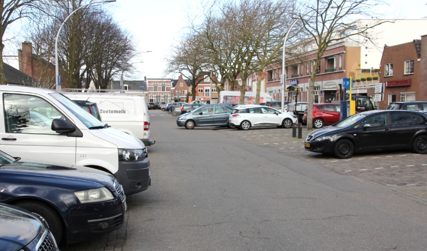 De politiek bepaalt nieuwe kaders om aloude parkeerproblemen op te lossen. | Foto en tekst: Wim Siemerink