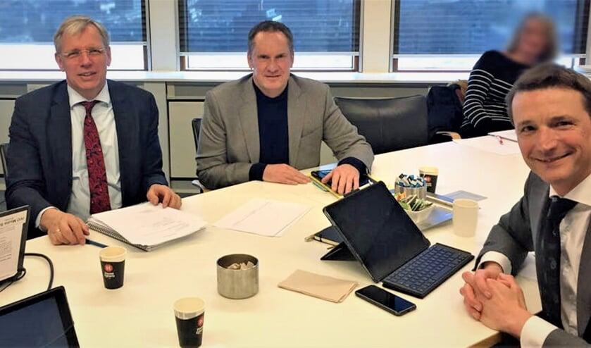 Burgemeester Cornelis Visser, politiechef Paul van Musscher en hoofdofficier Michiel Zwinkels (v.l.n.r.). | Foto: pr