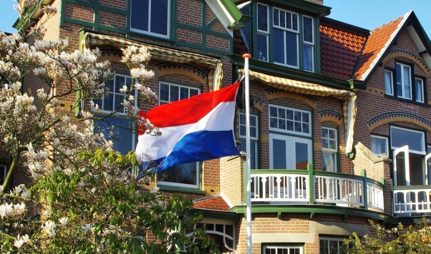 <p>Een wapperende vlag met schooltas in het Wilhelminapark vorig jaar. | Archieffoto</p>