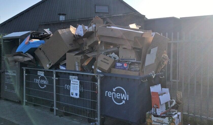 Oegstgeestenaren kunnen oud papier zeven dagen in de week en gedurende 24 uur per dag inleveren in de oud papiercorner bij de ingang van het sportpark van FC Oegstgeest.