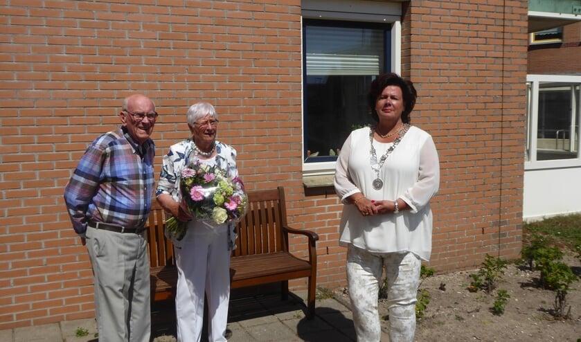 Willem en Aad Passchier beleefden afgelopen zondag hun 60-jarige trouwdag.   Foto: Ina Verblaauw