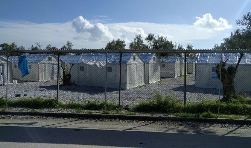 Op het Griekse eiland Lesbos zijn diverse vluchtelingenkampen gerealiseerd voor de opvang van met name Syriërs die hun land ontvlucht zijn.