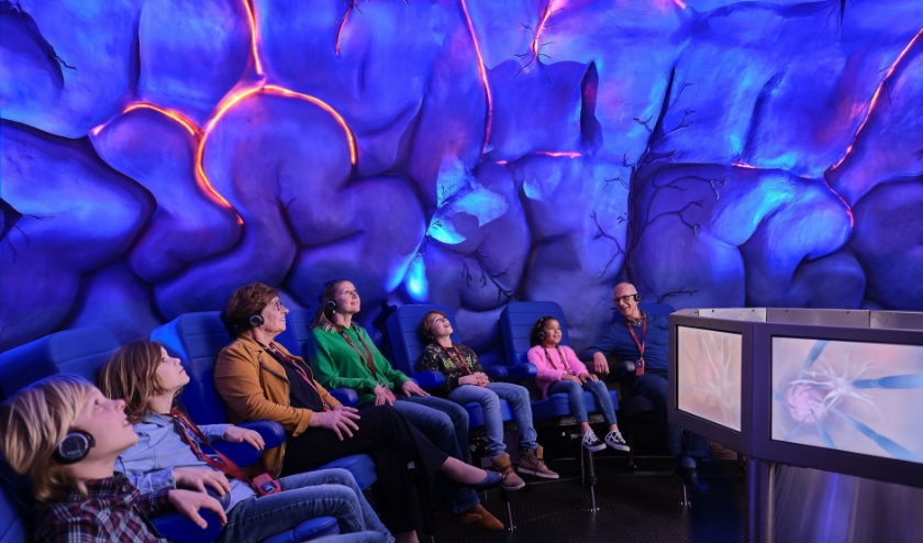 De bezoekers kunnen in Corpus het nieuwe licht- en kleurspektakel beleven.