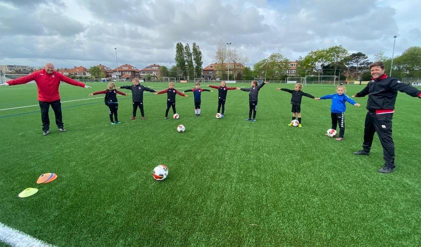 Bij V.v. Noordwijk konden de junioren zaterdag weer trainen. | Foto: IV