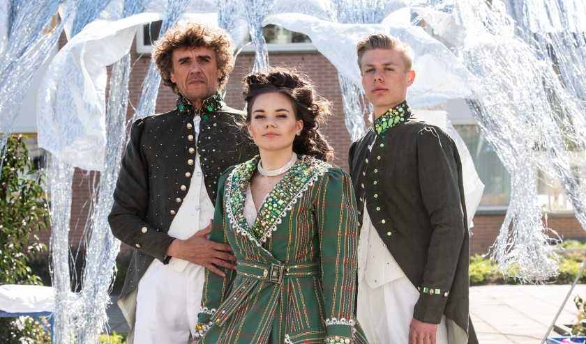 Patrick Norman de Ridder, Manon Verbaan en Scott Engelen verzorgen samen optredens bij zorginstellingen in de hele regio. | Foto: pr./Monica Stuurop
