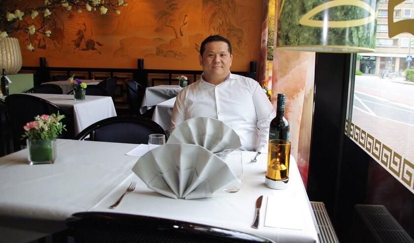 Ka Lun Ip is blij dat hij zijn gasten kan ontvangen in zijn gezellige restaurant dat volledig corona-proof is. 
