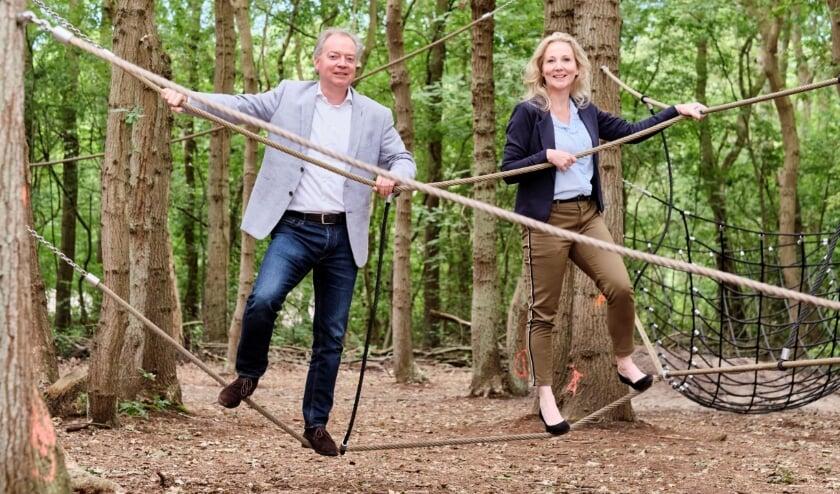 Foto: Lars Flinkerbusch en Quirine Kamphuisen trappen Fase drie van het project Kuuroord af in het klimbos van Nieuw Leeuwenhorst.   Foto: pr