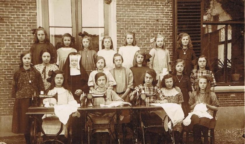 RK Naaischool in De Burcht 1924-1925.