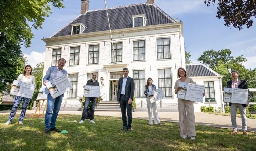 Een aantal initiatieven worden getoond: o.a. A-Tax. Hillegom in beweging en Welzijnskompas. Lees verder op: www.dehillegommer.nl. | Foto: Corine Zijerveld