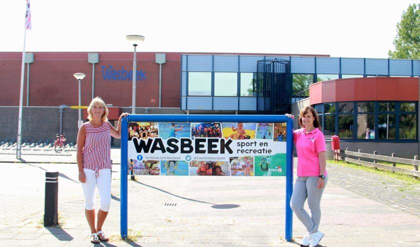 Medewerkers Anita en Miranda bij een nog stille Wasbeek, vlak voor de opening. | Foto: pr.
