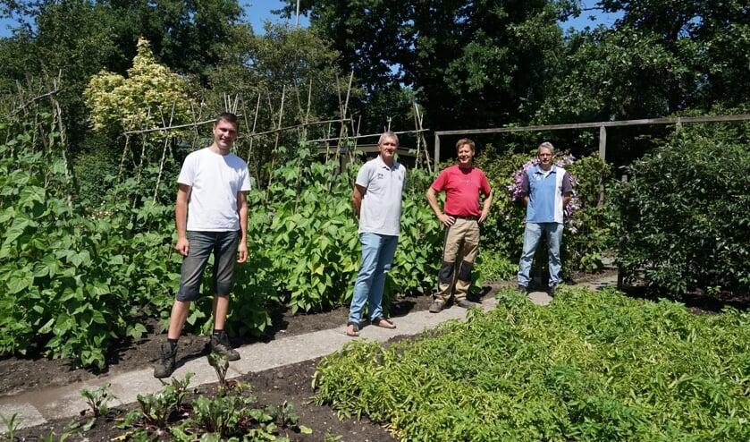 Het bestuur van VTV de Bloemhof. v.l.n.r . Erwin Haveman, Henk Distelvelt, voorzitter Rob Jansen en  Edwin Brugman.