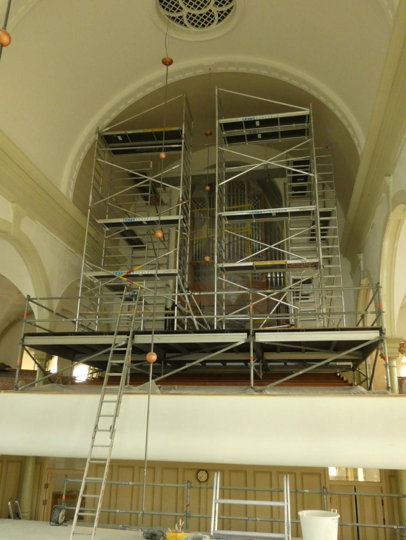 De kerk vol steigers Foto: PR © uitgeverij Verhagen