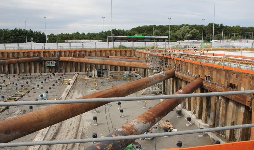Een kijkje in de bouwput bij SJC. | Foto en tekst: Wim Siemerink